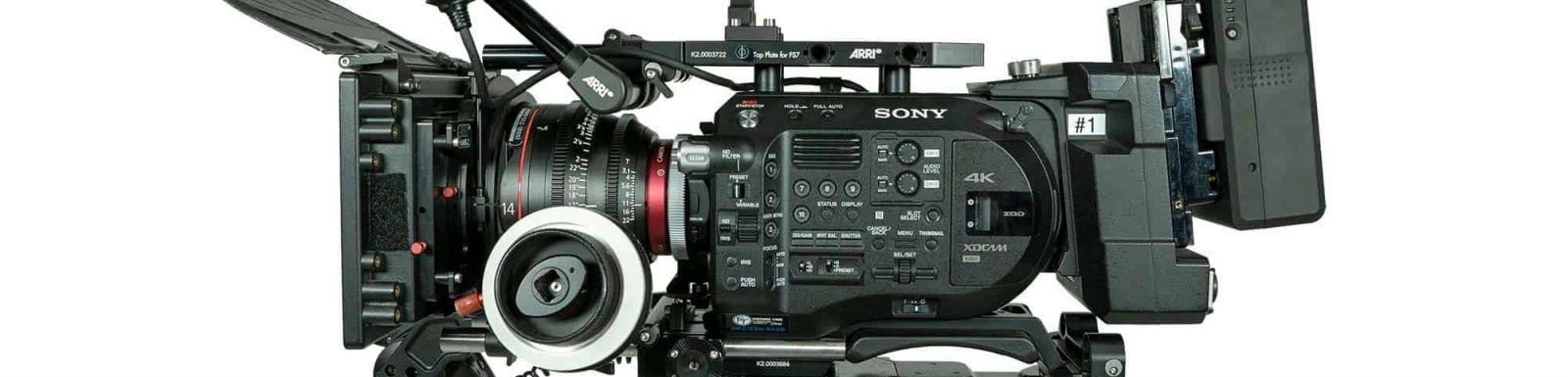Oferujemy na wynajem kamery filmowe wraz z akcesoriami i okablowaniem. Chętnie pomożemy w doborze odpowiedniego sprzętu.